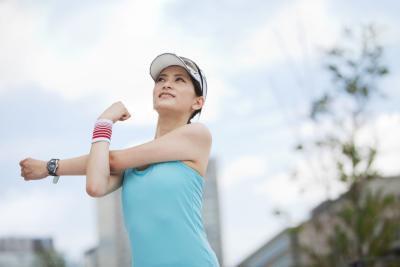 Quali sono i trattamenti per un giocatore di pallavolo con dolore alla spalla?
