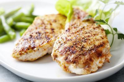 Quanti carboidrati, grassi e proteine si dovrebbe mangiare ogni giorno per perdere peso?