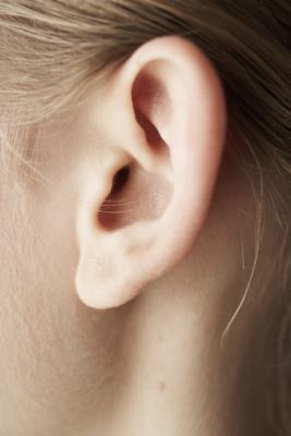 Quali cause dell'orecchio suoneria sul viaggio aereo?