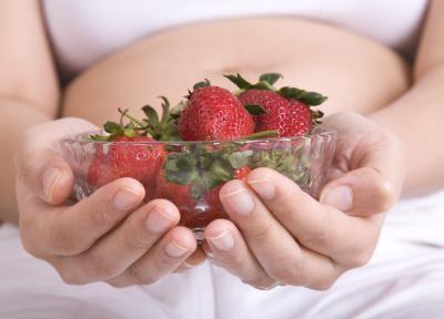 Come mangiare fragole durante la gravidanza