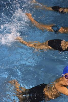 Quali cause crampi durante il nuoto?