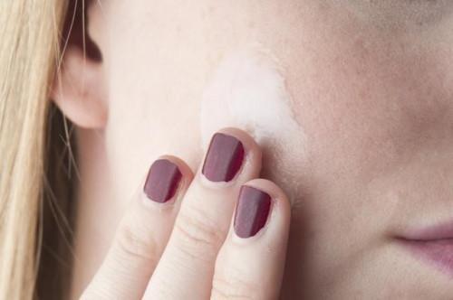 Come correttamente detergere, tonificare e idratare la pelle del viso