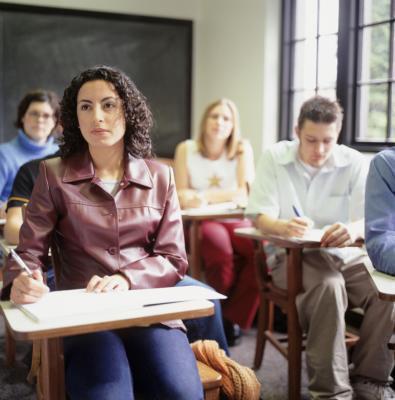 Esercizi gli studenti possono fare durante la lezione per la perdita di peso