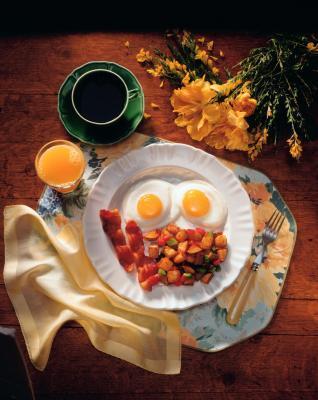 Come cucinare una colazione di patate & uova per uno