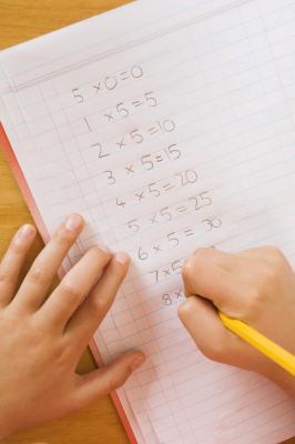 Mio figlio scrive suoi numeri all'indietro