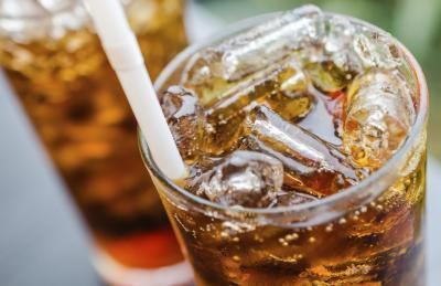 Gli effetti delle bevande gassate sui reni