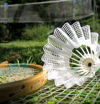 Quali attrezzature occorrono a giocare a Badminton?