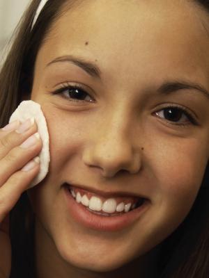 Come sbarazzarsi dei marchi Spot sul tuo viso