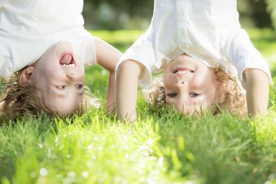 Giochi esterno per bambini dell'asilo per giocare