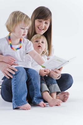 Come i genitori possono aiutare il loro bambino di asilo migliorare la loro comprensione della lettura