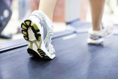 Si può camminare su un tapis roulant per 30 minuti ogni giorno aiuto per bruciare il grasso ventre?