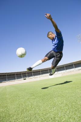 Le migliori scarpe del tappeto erboso di calcio