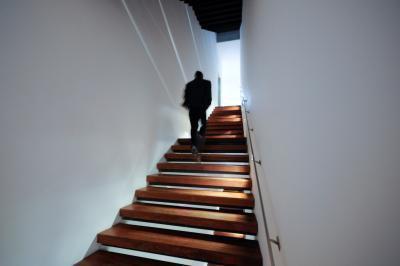 Quante calorie si bruciano salire le scale?