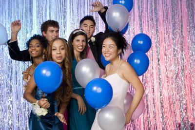 Acconciature & Abiti per la festa di Capodanno per gli adolescenti