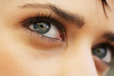 Trattamenti per il viso fatte in casa per i cerchi scuri intorno agli occhi