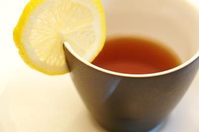 Benefici per la salute buona & male di tè