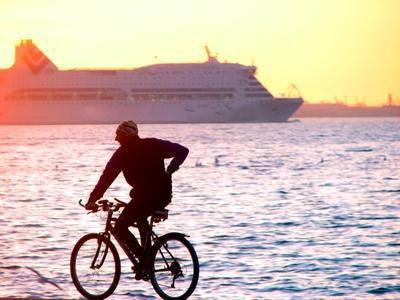 Perdi più calorie in bicicletta o camminare su un tapis roulant?