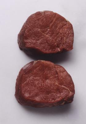 Come cucinare la bistecca del filetto sulla stufa