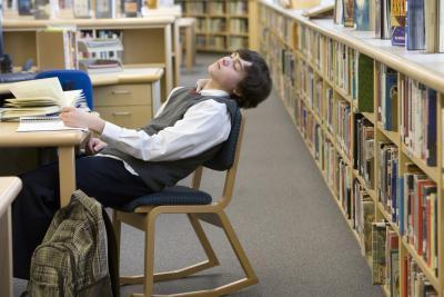 Adolescenti affetti da mancanza di sonno da distrazioni