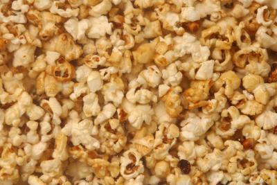 Stomaco & dolori alla schiena dopo aver mangiato Popcorn & semi di girasole