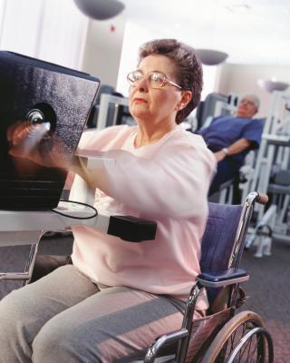 Esercizi per gli anziani in sedia a rotelle