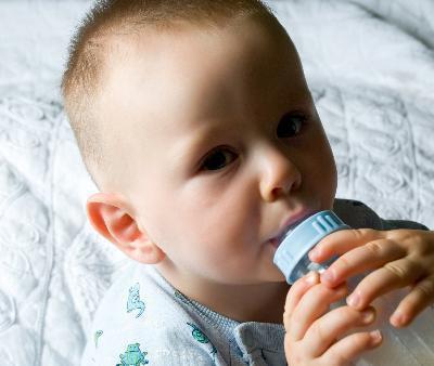 Qual è la differenza nell'alimentazione per neonati contro altre fasi della vita?