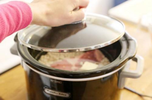 Come cucinare fagioli grandi del Nord in un tegame di terracotta