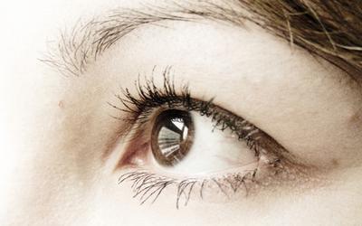 Come ottenere occhi chiari