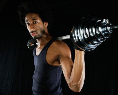 Routine di allenamento con i pesi per artisti marziali